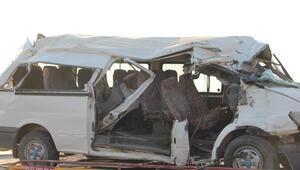 Son dakika: Diyarbakırda feci kaza: 2 ölü, 20 yaralı
