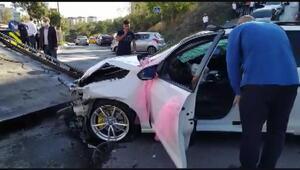 Kamyonet gelin arabasına çarptı