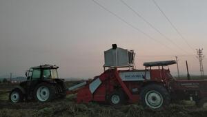 Yüksek gerilim hattının altından traktörle geçerken feci ölüm