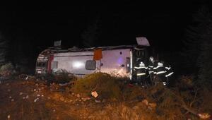 Eskişehirde yolcu otobüsü devrildi: 3 yaralı