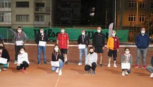 Vali Ali Arslantaş, tenis turnuvasında şampiyon