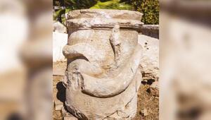 Patara'da 'yılan figürlü sunak' bulundu