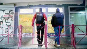 Berlin'de cami ve iş yerlerine hibe baskını