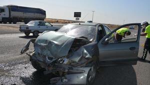 Siverek'te otomobiller çarpıştı: 3 yaralı