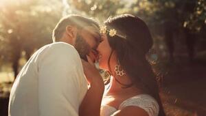Öpüşme şekillerinin de anlamları varmış Hangi öpücük ne anlatıyor