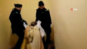 Korona önlemlerinin hiçe sayıldığı ayine polis baskını