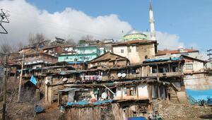 Burası ne Nepal ne de Pakistan... Manisadaki evler fotoğrafçıların akınına uğruyor