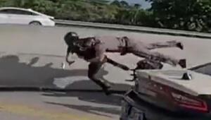 ABD'de polis, motor sürücüsünün üzerine atladı