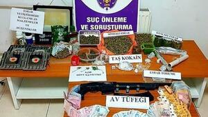 İzmir'de uyuşturucu tacirlerine operasyon: 4 gözaltı
