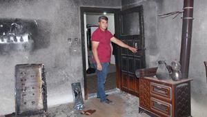8 yıl önce yanan odayı dava bitmediği için külleriyle kilitli tutuyorlar