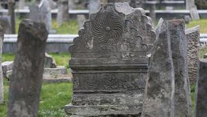 Jandarmadan tarihi mezar taşı operasyonu