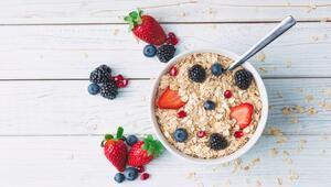 Sabahları sağlıklı beslenmek için kolay yulaf ezmesi hazırlamanın püf noktaları