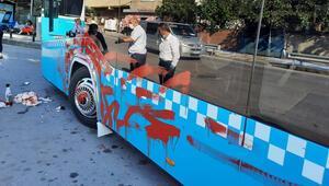 Otobüsü önce yumrukladı sonra kırmızıya boyadı