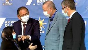 Son dakika… Cumhurbaşkanı Erdoğan ile Safiye teyzenin gülümseten konuşması: Senin damadının adı Bayraktar mıydı
