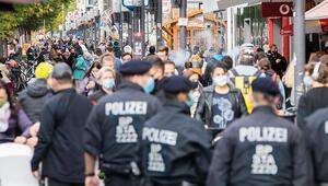 Berlin'de 4 dilde maske uyarısı
