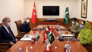 Milli Savunma Bakanı Akar'dan Pakistanda önemli mesajlar