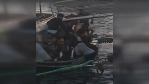 Bebekte hareketli dakikalar... Denize düşen turistleri teknedeki kişi kurtardı