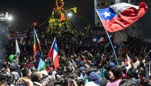Şilide halk anayasanın yeniden yazılmasını istedi