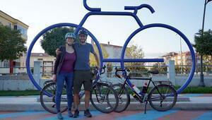 İsviçreden bisikletle dünya turuna çıktılar