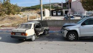 Kamyonetle otomobil çarpıştı: 2si çocuk 7 yaralı
