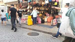İzmirde tarihi Kemeraltı Çarşısında hanutçu rahatsızlığı