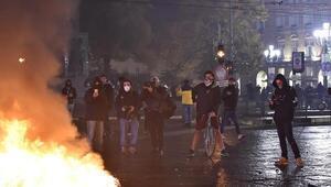 İtalyada koronavirüs salgınına yönelik son tedbirler protestolara neden oldu