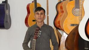 Silopide görme engelli Yakupa gitar ışık oldu