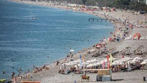 Hava sıcaklığı 29 dereceyi buldu, Konyaaltı Sahili doldu