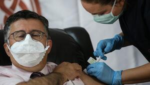 Son Dakika: Son dakika... İlk aşı profesör Mustafa Necmettin Ünala yapıldı... Kotamız 60 kişilikti, 500ün üzerinde başvuru oldu
