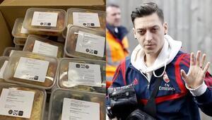 Mesut Özilden örnek davranış 1400 öğrenciye öğle yemeği...