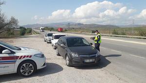 İzmirde jandarma ekiplerinden kapsamlı emniyet kemeri denetimi
