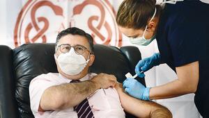 Gönüllü olan Prof. Dr. Ünal: 'Umarım benim aşı boş değildir'