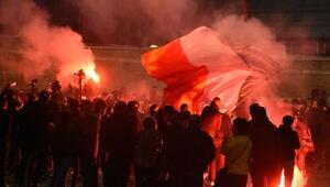 Romada aşırı sağcıların salgın tedbirlerine yönelik protestosuna polis müdahale etti