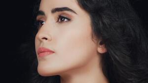 """Esra Kurt'un ilk single'ı """"Müptela"""" çıktı"""