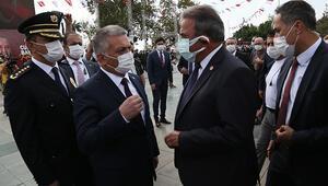 Antalyada çelenk töreninde tartışma yaşandı