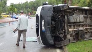 Otel servis minibüsü devrildi: 7 yaralı