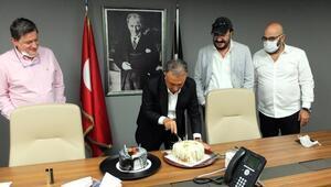 Beşiktaşta başkan Ahmet Nur Çebiye doğum günü kutlaması