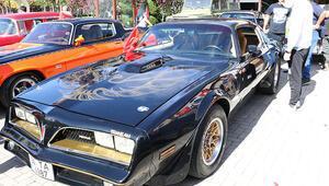Ankarada klasik otomobillerle cumhuriyet kutlaması yapıldı