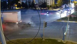 Son dakika haberleri... Ortalık savaş alanına döndü Önündeki araçlara çarptı, yaralılar var