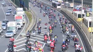 Yüzlerce motosikletli köprüyü geçerek şehitliğe gitti