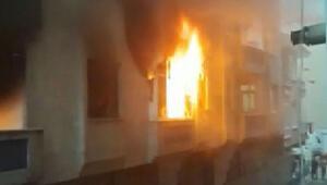 Bağcılarda korku dolu anlar Krize girip evi ateşe verdi