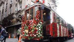Nostaljik tramvayda 29 Ekim coşkusu