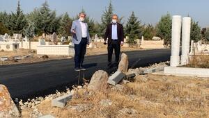 'Tarihi mezarlığa hançer saplanmış'