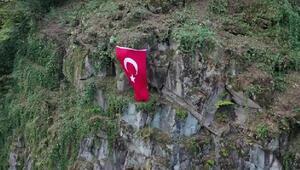 Yamaca, Türk Bayrağı asarak Cumhuriyeti kutladılar