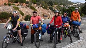 5 Rus arkadaş, bisikletle Antalya turu yapıyor