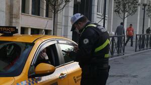 Taksim ve Dolmabahçede toplu taşıma araçları ve taksilerde Kovid-19 denetimi