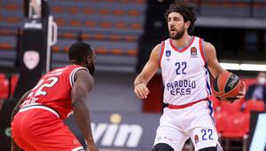 Olympiakos 79-84 Anadolu Efes (Maç sonucu ve özeti)