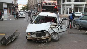 Konyada işçi servis midibüsü 8 araca çarptı: 3 yaralı