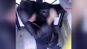 Rusyada otobüs görevlisi ile yolcular arasında maske kavgası