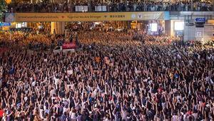 Tayland'da monarşi yanlıları sokağa indi